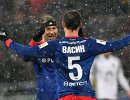 Футболисты ЦСКА Василий Березуцкий (слева) и Виктор Васин радуются забитому голу