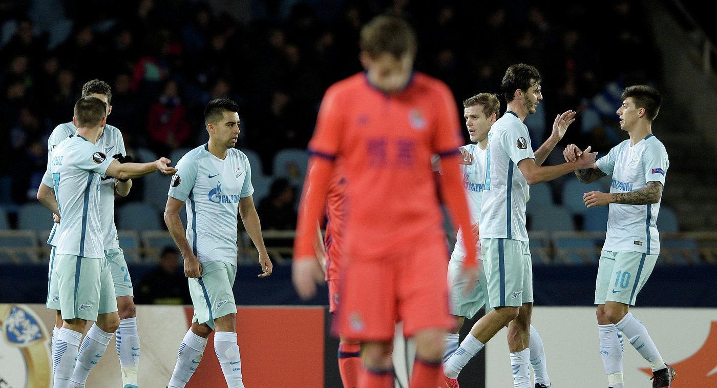 Футболисты Зенита радуются забитому мячу в ворота ФК Реал Сосьедад