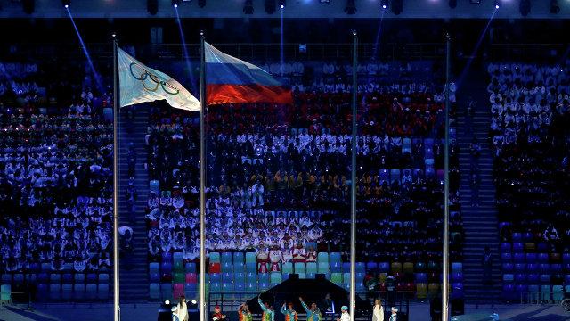 Российскй флаг и флаг МОК