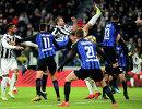 Игровой момент матча чемпионата Италии по футболу между туринским Ювентусом и миланским Интером