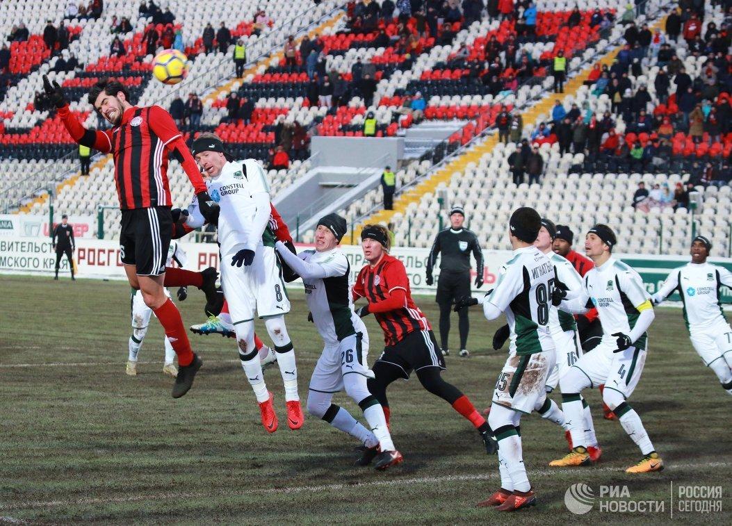 Игровой момент матча 20-го тура РФПЛ Амкар - Краснодар