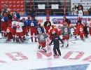 Тренер сборной России по хоккею Харийс Витолиньш (в центре)