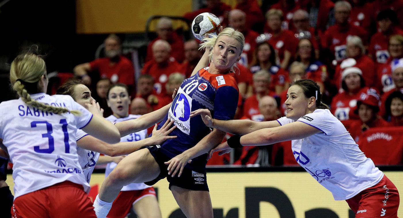 Сборная Российской Федерации  погандболу сразгромным счетом уступила норвежкам наЧМ