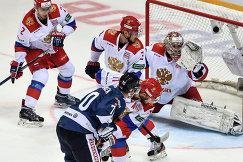 Вратарь сборной России Илья Сорокин (справа)