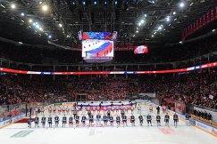 Хоккеисты перед началом матча Россия - Финляндия
