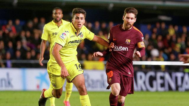 Полузащитник Вильярреала Родри (слева) и нападающий Барселоны Лионель Месси