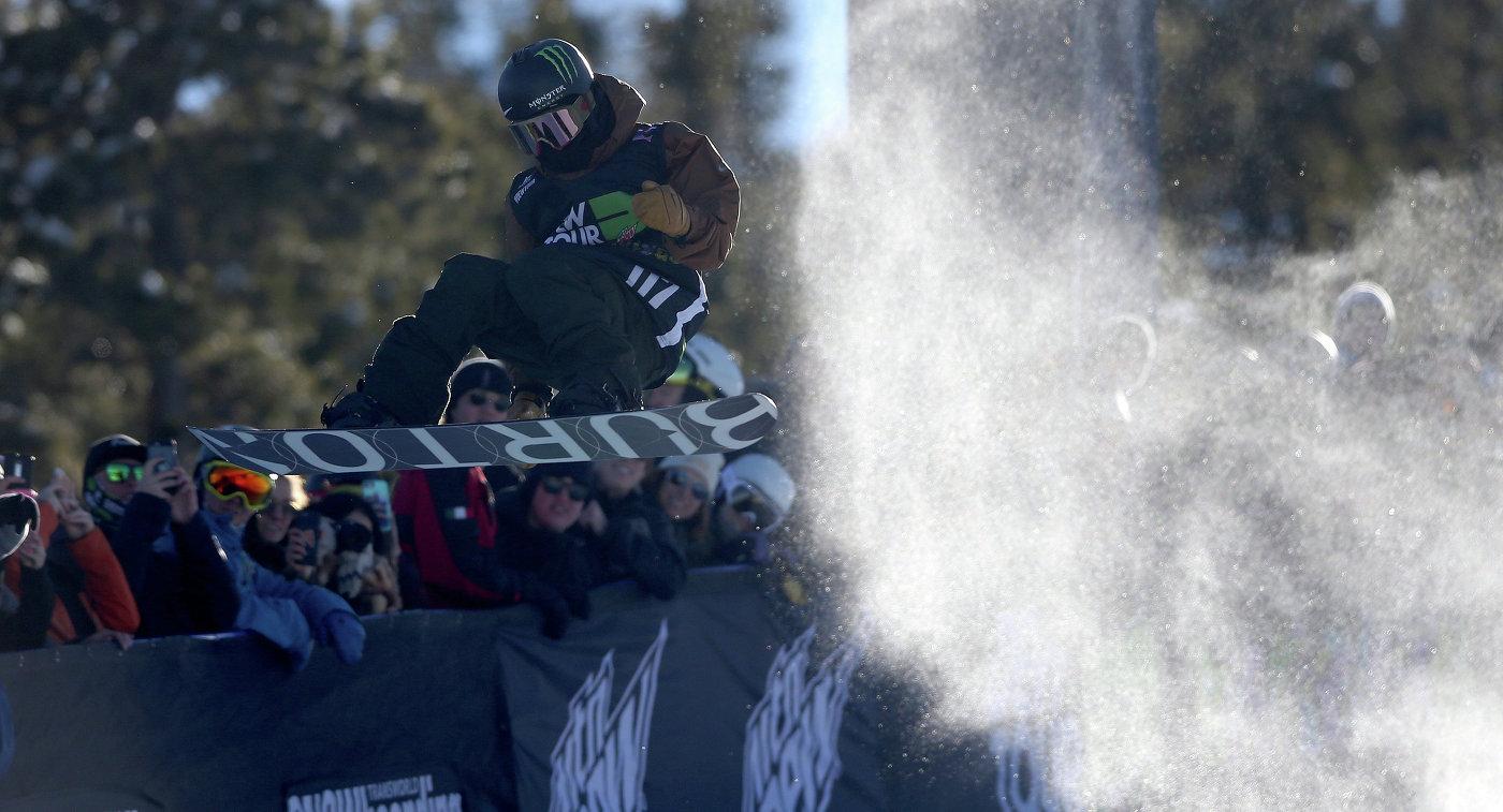 Японский сноубордист Аюму Хирано
