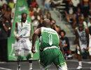 Флойд Мэйуэзер играет в баскетбол