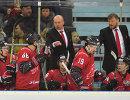 Главный тренер ХК Авангард Андрей Скабелка, тренер ХК Авангард Дмитрий Рыбкин (слева направо на втором плане) и хоккеисты  клуба