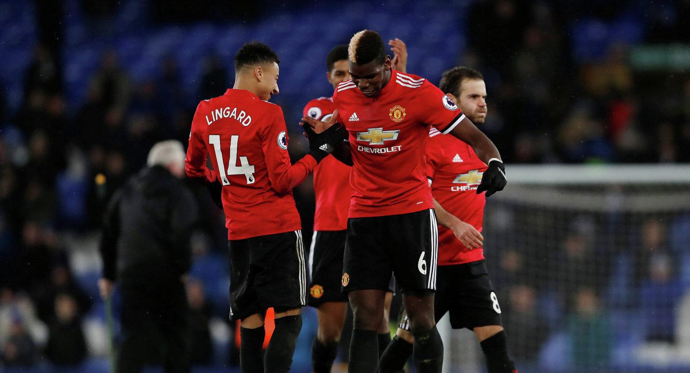 """Футболисты """"Манчестер Юнайтед"""" обыграли """"Эвертон"""" в матче английской премьер-лиги"""