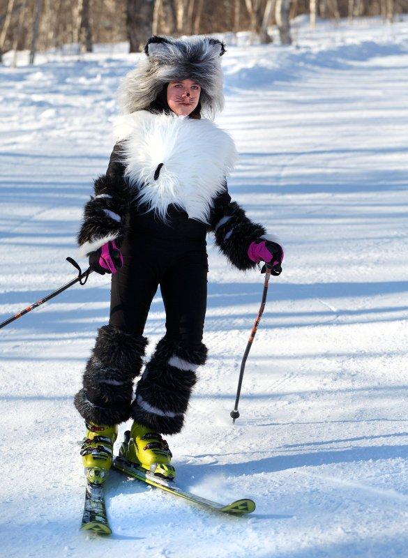Массовый костюмированный спуск с горы Морозной на Камчатке