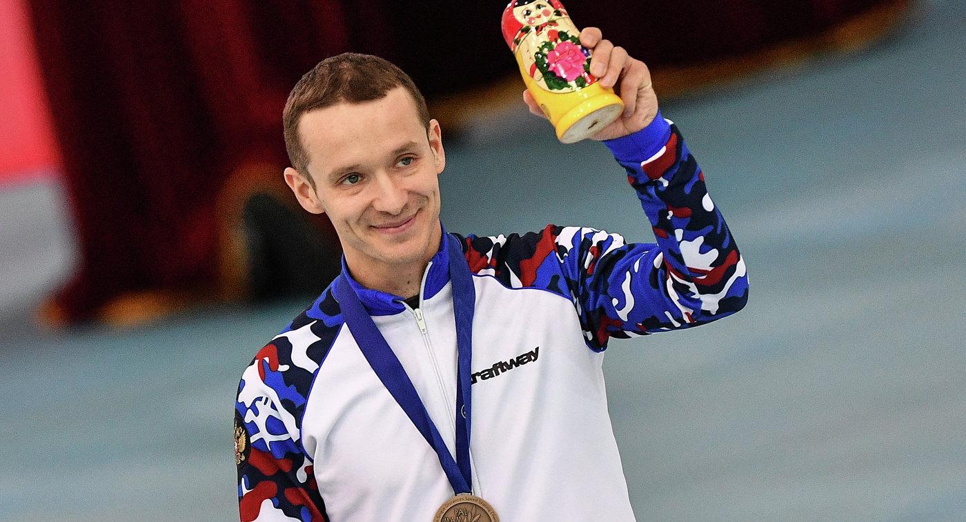 Чемпионат Европы поконькобежному спорту закончился бронзой жителя России Захарова вмасс-старте