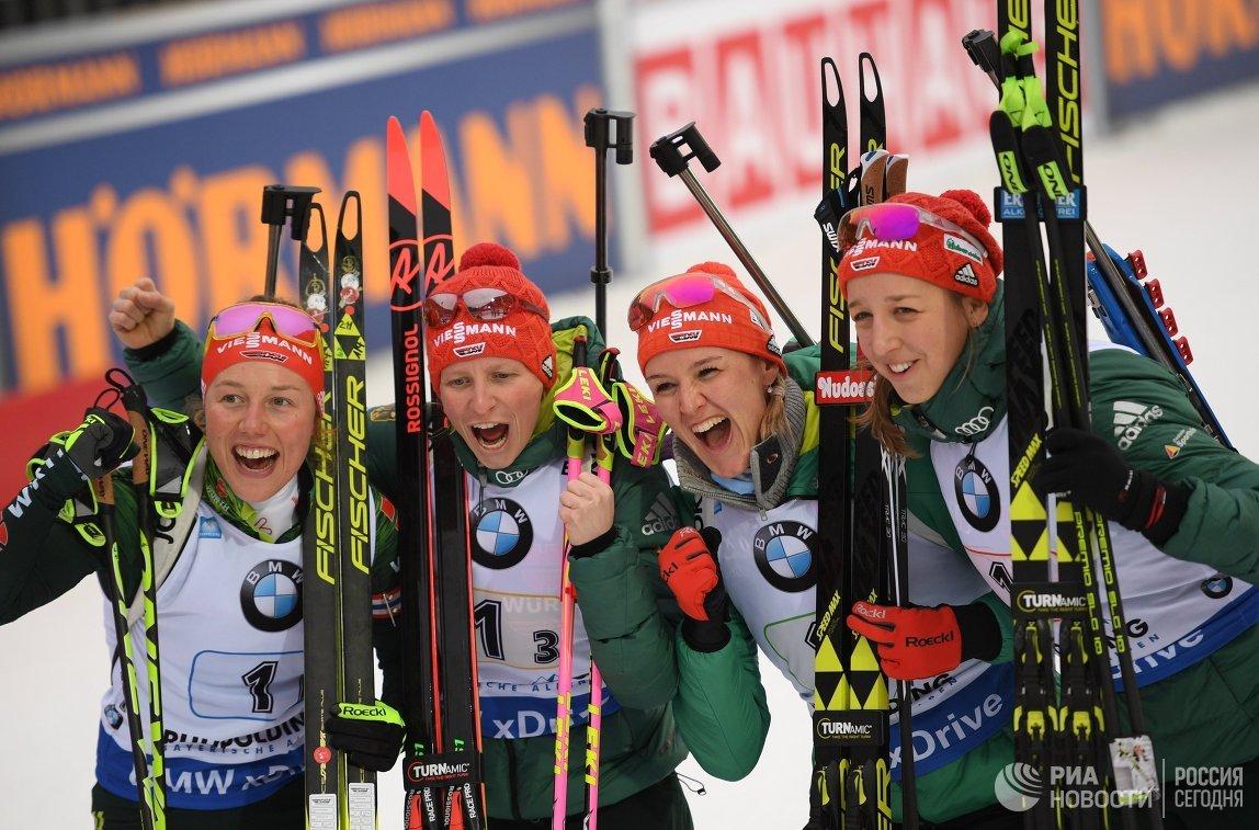 Биатлонистки сборной Германии Лаура Дальмайер, Франциска Хильдебранд , Денизе Херрман и Франциска Пройс (слева направо)