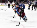 Нападающий клуба НХЛ Колорадо Эвеланш Нэтан Маккиннон