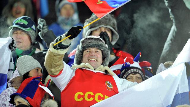 Болельщик сборной России с символикой СССР
