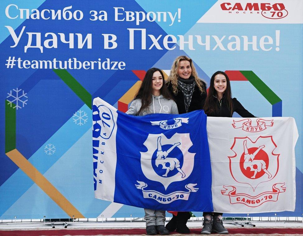 Вшколе «Самбо-70» торжественно проводили Медведеву иЗагитову наОлимпиаду