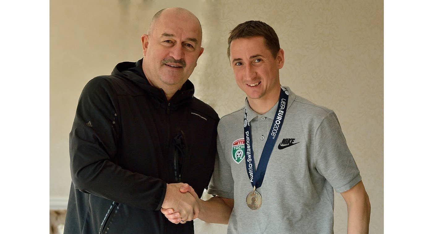 Быстров получил новейшую медаль заЕвро-2008 взамен украденной