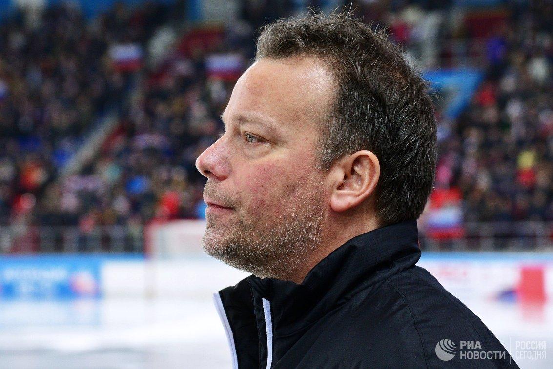 Главный тренер сборной Швеции по хоккею с мячом Свенн Олссон