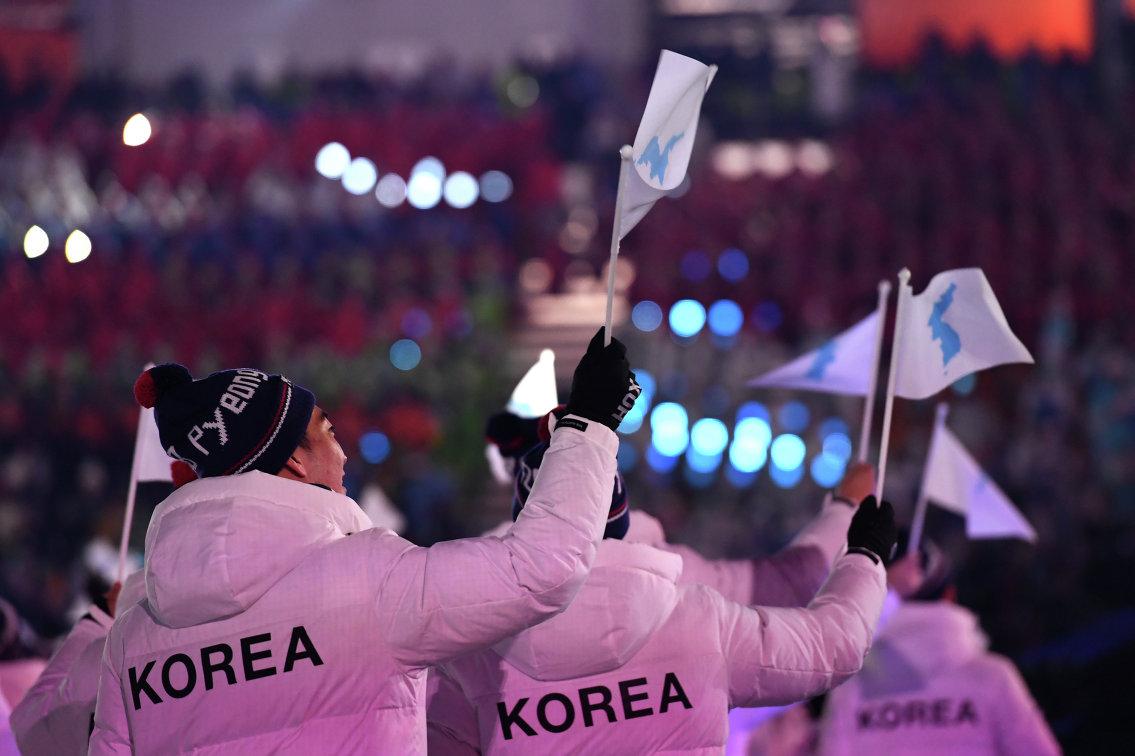 Спортсмены Южной Кореи на церемонии открытия Олимпийских игр в Пхенчхане под единым флагом Кореи