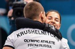 Анастасия Брызгалова и Александр Крушельницкий радуются победе