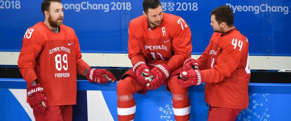 Российские хоккеисты Никита Нестеров, Илья Ковальчук и Егор Яковлев (слева направо