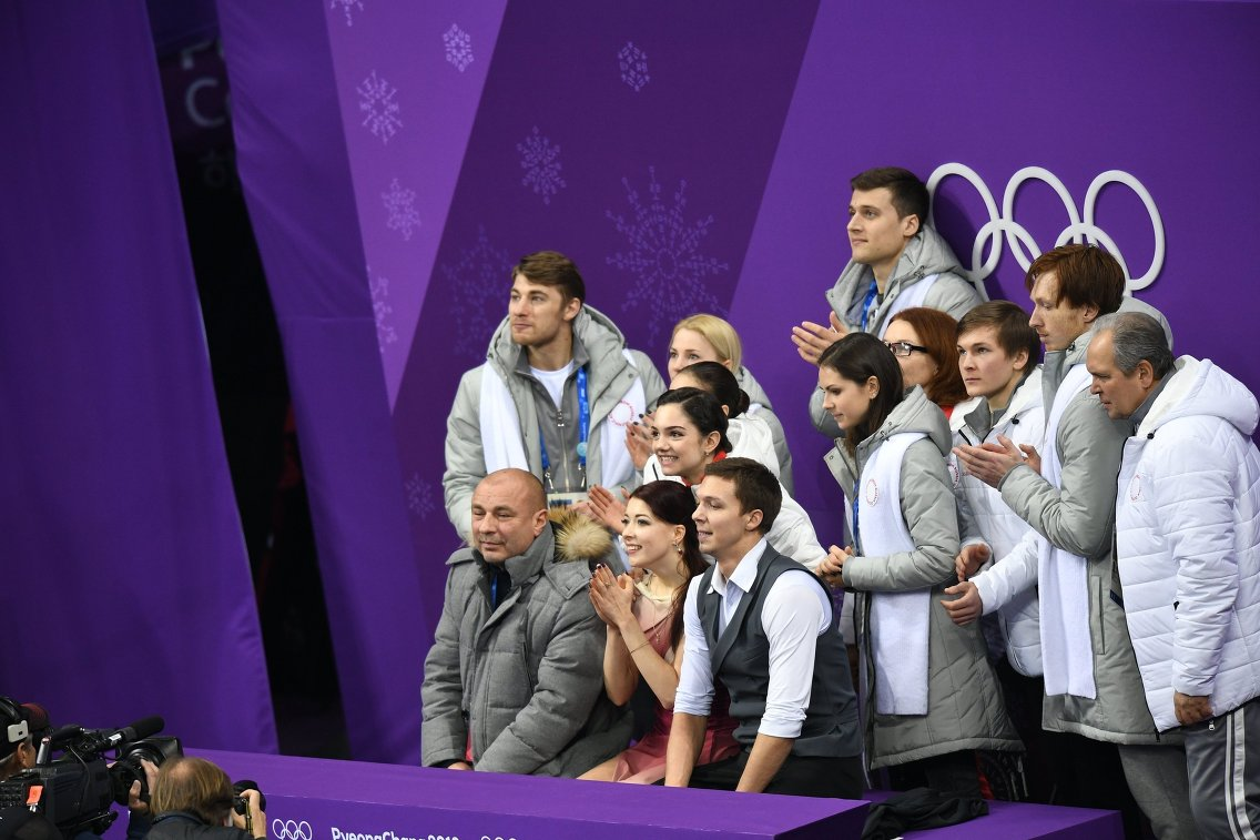 Российская сборная во время объявления оценок за произвольный танец