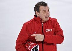 Главный тренер российской команды по хоккею Олег Знарок