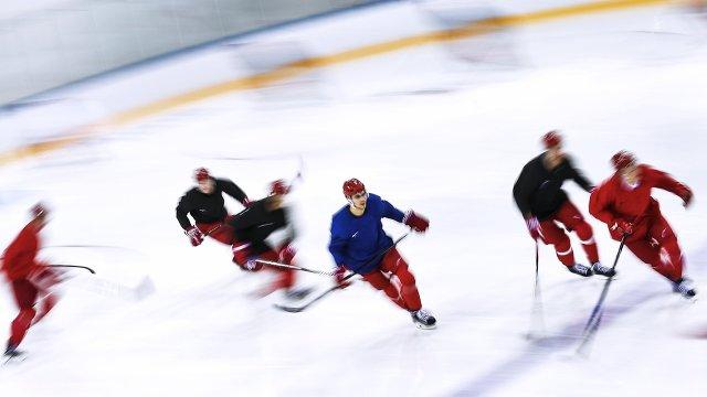Российские хоккеисты во время тренировки