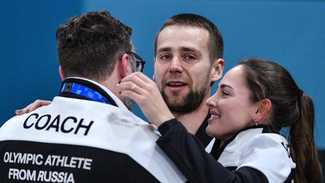 Анастасия Брызгалова, Александр Крушельницкий и их тренер Василий Гудин (слева)