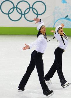 Российский дуэт Екатерина Боброва и Дмитрий Соловьев во время ОИ-2010