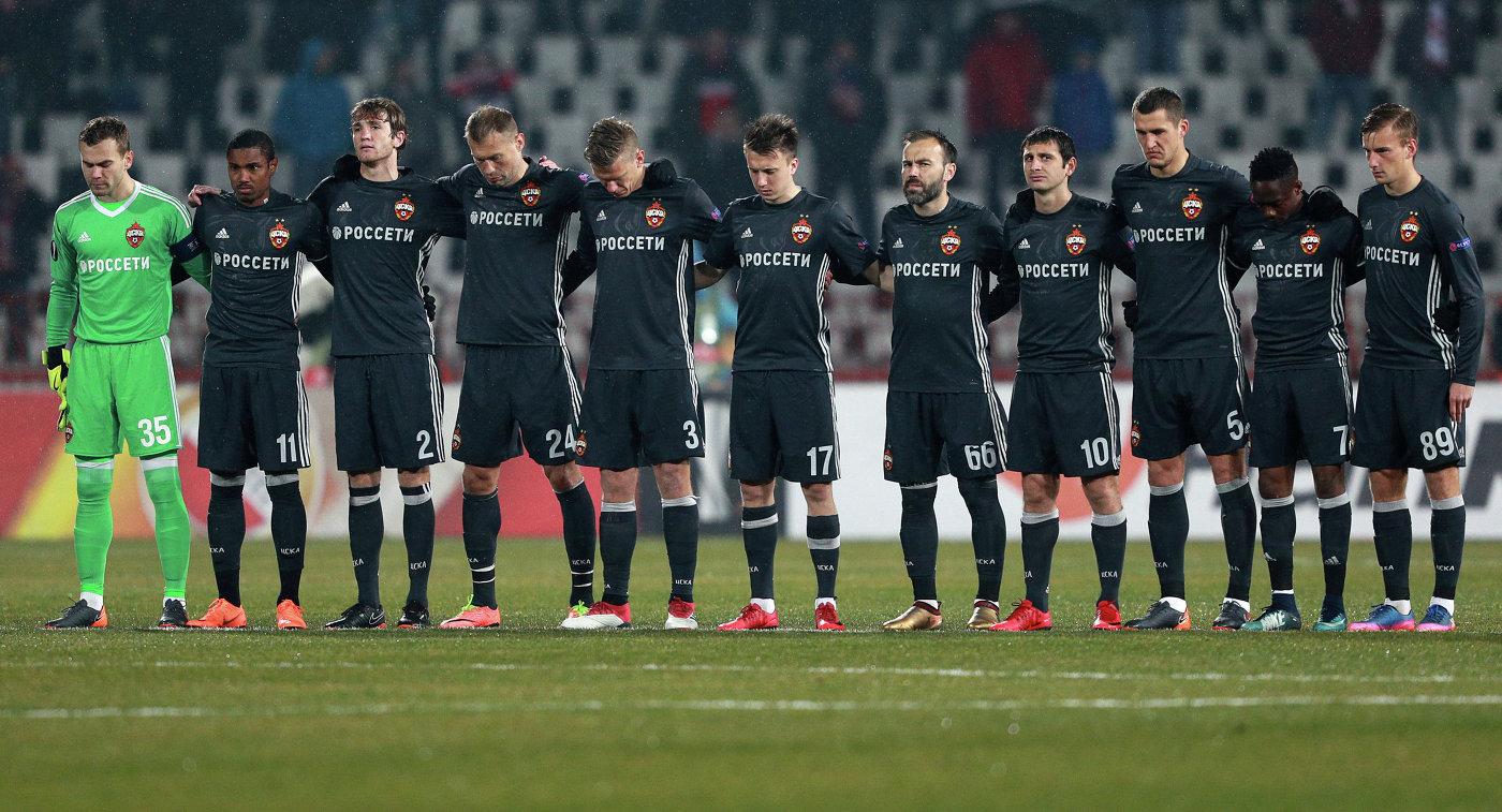 Футболисты ЦСКА во время минуты молчания