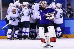 Хоккеисты сборной Словении радуются победе над командой США