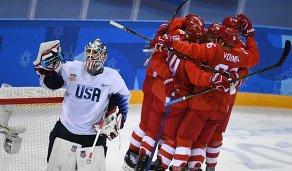 Хоккеисты сборной России радуются заброшенной шайбе