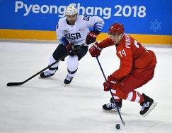 Нападающие сборной США Марк Аркобелло (слева) и сборной России Николай Прохоркин