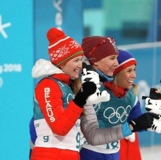 Дарья Домрачева (слева)
