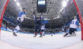 Игровой момент матча женских сборных США и Финляндии на ОИ-2018