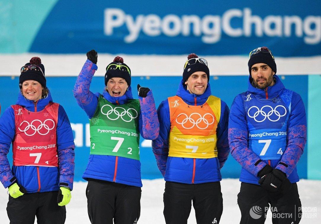 Французские биатлонисты Мари Дорен-Абер, Анаис Бескон, Симон Детьё и Мартен Фуркад (слева направо)