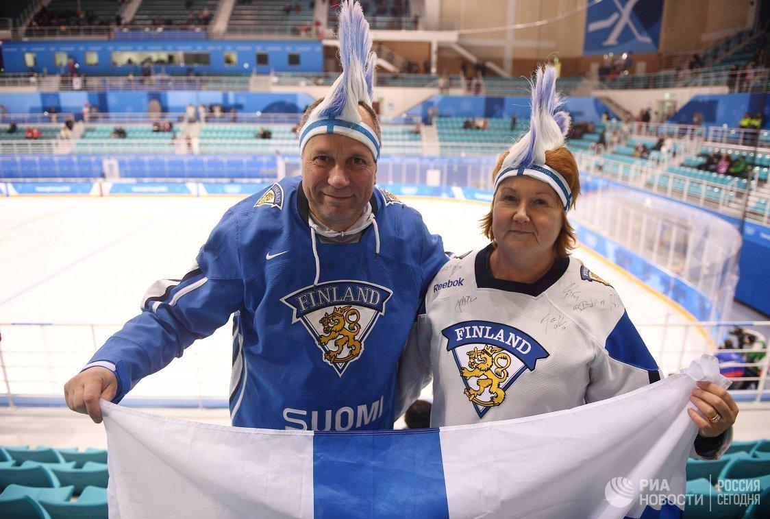 Болельщики перед началом матча за 3-е место Финляндия - Россия по хоккею среди женщин