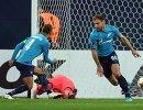 Футболисты Зенита Доменико Кришито и Бранислав Иванович (справа) радуются забитому мячу