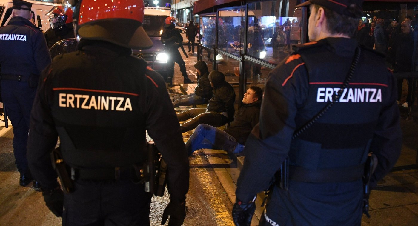ВИспании при столкновениях фанов «Спартака» и«Атлетика» умер полицейский