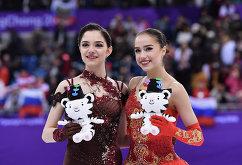 Евгения Медведева (слева) и Алина Загитова