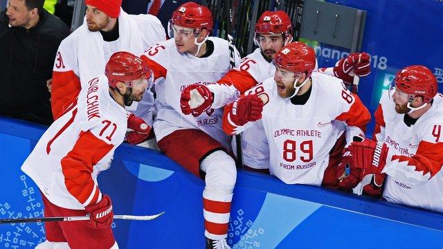 Нападающий сборной России Илья Ковальчук (слева)