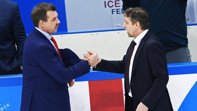 Главный тренер сборной России Олег Знарок (слева) и главный тренер сборной Чехии Йозеф Яндач