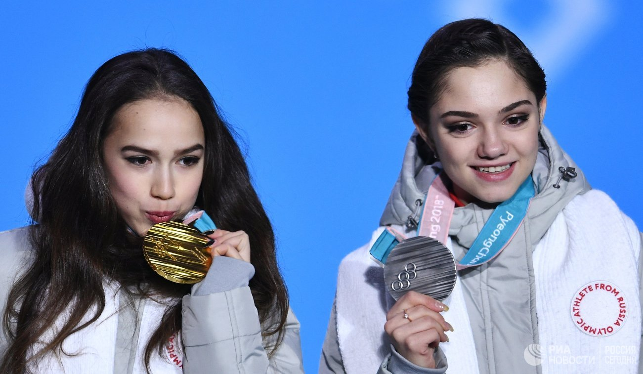Загитовой иМедведевой вручили золотую исеребряную медали вПхёнчхане