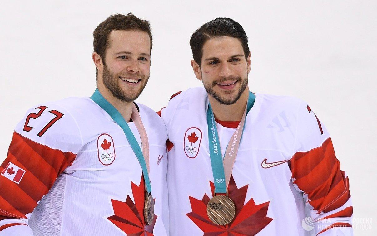 Игроки сборной Канады Коди Голубеф (слева) и Жильбер Брюле