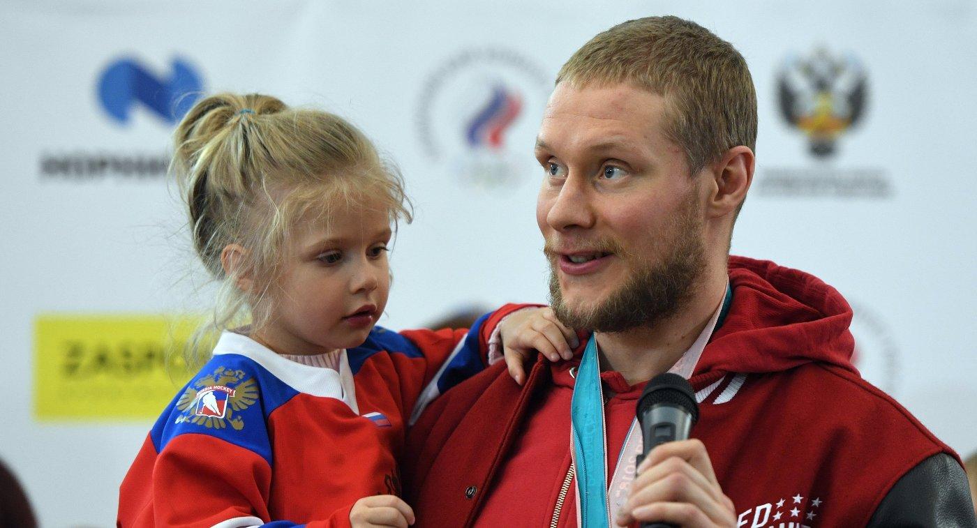 Хоккеист Сергей Андронов
