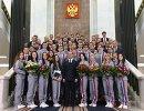 Дмитрий Медведев фотографируется с победителями и призерами зимних Олимпийских игр в Пхенчхане.