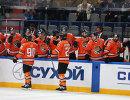 Хоккеисты Амура. В центре на первом плане - Виталий Атюшов