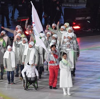 Российские спортсмены под паралимпийским флагом на церемонии открытия XII зимних Паралимпийских игр в Пхенчхане