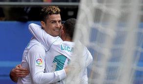 Футболисты Реала Криштиану Роналду (слева) и Лукас Васкес